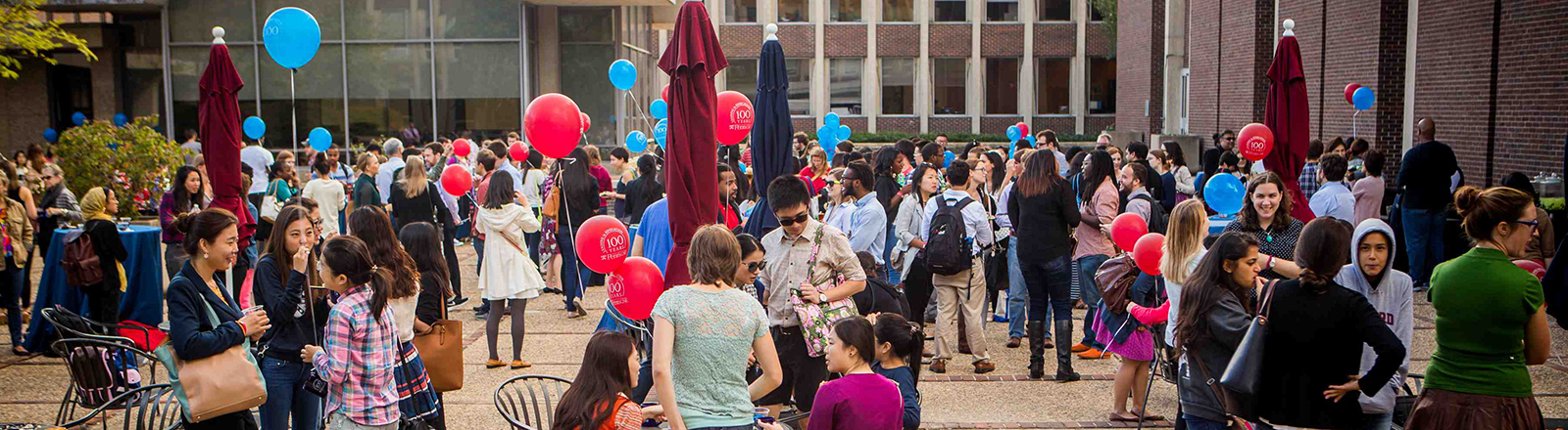 Penn GSE Students, Faculty, and Staff celebrate in the courtyard